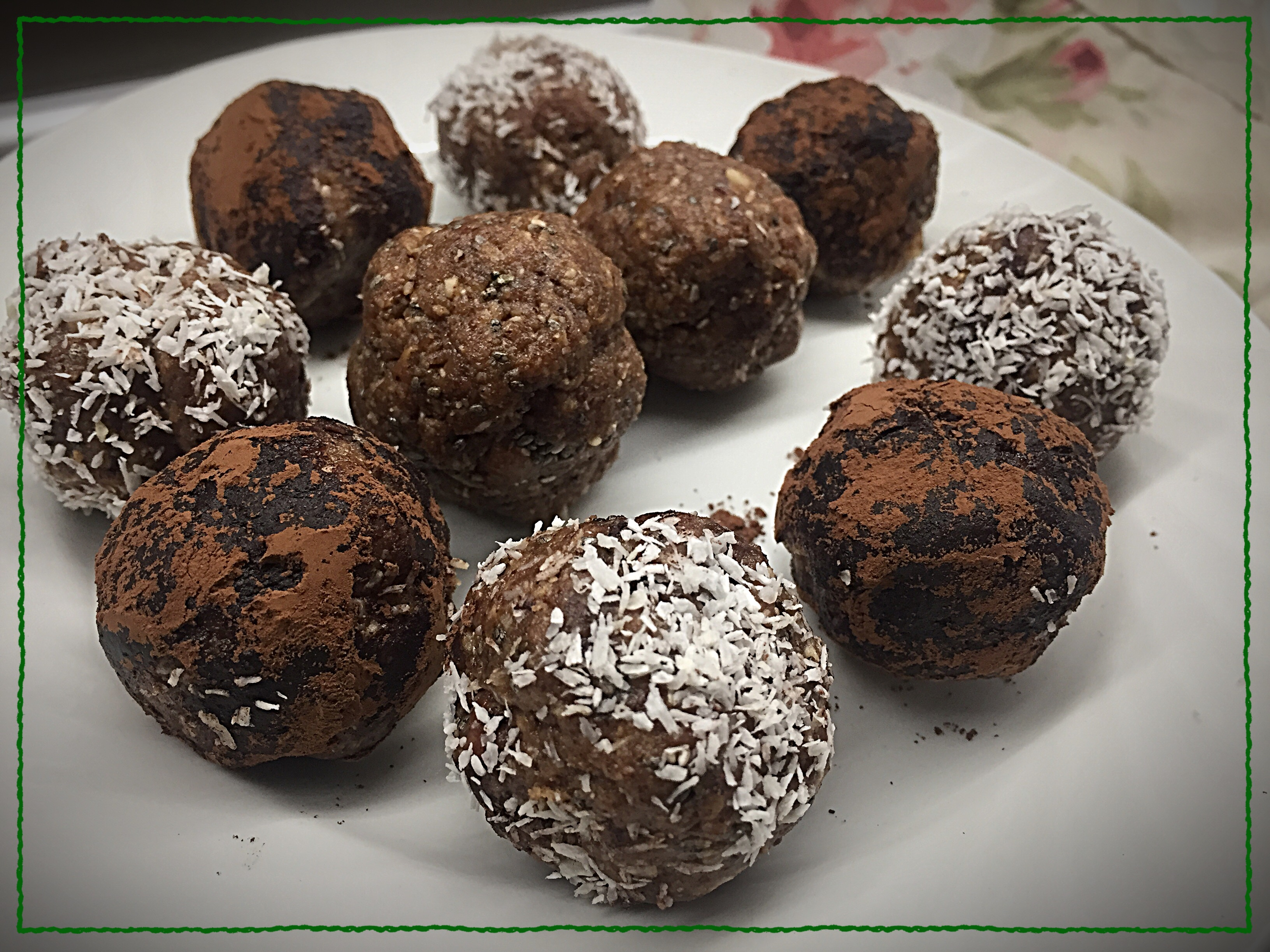 Easy raw bonbons with hanzelnuts and einkorn musli